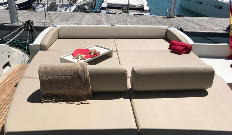 AZIMUT 68S – CHARTER completo