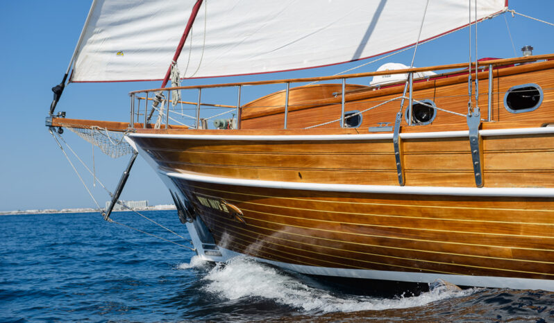 Luxury Sailing Gullet (2007) completo